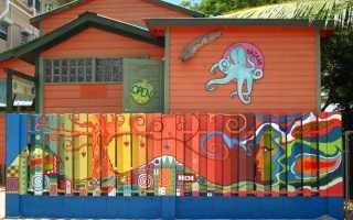 Какой краской покрасить деревянный забор?