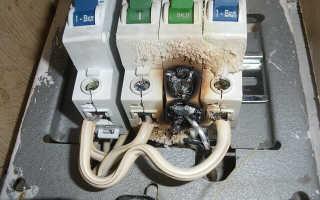 Как поменять автомат в щитке под напряжением