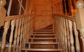 Чем покрыть лестницу из сосны внутри дома?